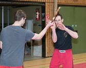 Entwaffnungstechniken gegen Stockangriffe mit Klaus Schmidt