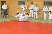 5. Kampf.  (Stand 2-2),  Florian Siegler +100 kg: Der Schiedsrichter ist sich nicht sicher ob der Griff ans Bein regelkonform war und unterbricht den Kampf.
