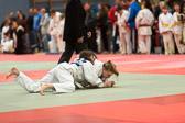 Lea Daniel gewinnt ebenfalls ihre beiden Kämpfe und holt sich die Goldmedaille. Die Gegnerin kann sich leider vorzeitig aus dem Sankaku-komi-shio-gatame befreien.