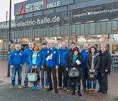Die Fans vom 1. Judo Club Bürstadt vor dem Austragungsort des Judo Grand Prix
