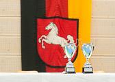 Die Objekte der Begierde. Die beiden Pokale für die besten deutschen Vereinsmannschaften U18w und U18m.