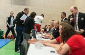 7. Kampf Stand 2-4 Lars Kilian (-81): Im Video wird noch einam die Waza-ari Wertung überprüft.
