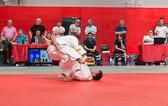 7. Kampf  (Stand 5-1) Mirco Ohl -100 kg: Der Elzer Judoka setzt einen Kani-basami (Beinschere) an ...