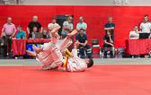 7. Kampf  (Stand 5-1) Mirco Ohl -100 kg: ... und holt Mirco voll von den Beinen.